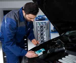 Philips Automotive Lighting recomandă ca înlocuirea becurilor cu xenon să fie făcută de un profesionist