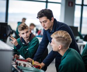 Bosch inaugurează un Centru de Training la Cluj. Programul de învăţământ dual Bosch - un pas către o dezvoltare profesională solidă