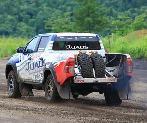 KYB și echipa JAOS împreună la Asia Cross Country Rally