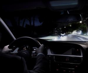 Becuri auto personalizate