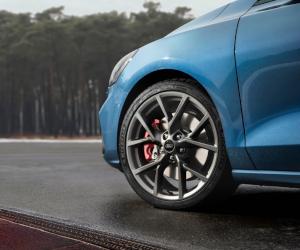 Noul Ford Focus ST combină performanțele de circuit cu dinamica de șosea într-o mașină care poate fi utilizată în viața de zi cu zi fără compromisuri