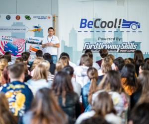 """Ford România lansează în liceele clujene programul de conducere preventiva """"BeCool – Gândește înainte"""" powered by Ford Driving Skills for Life"""