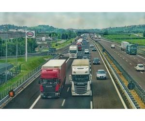 Camioane noi sau rulate? Care sunt avantajele achizitionarii unui camion rulat versus camion nou?