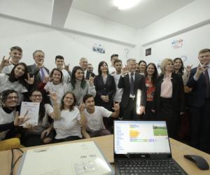 Ford Motor Company Fund și organizația caritabilă Light Into Europe deschid astăzi la Craiova primul Club de Programare dedicat elevilor cu deficiențe de auz din România