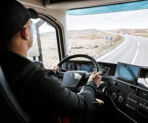 Incep vânzarile noilor camioane Volvo, care vin în sprijinul activității șoferilor