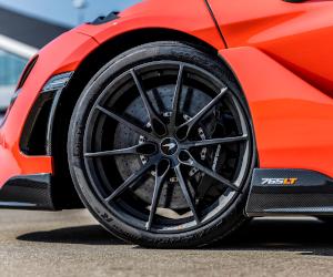 Pirelli lansează noua anvelopă P Zero Trofeo R pentru cea mai rapidă mașină de serie, McLAREN