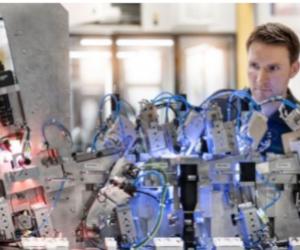 Inginerie electrică pentru utilaje speciale de la Schaeffler : Instalații electrice standardizate disponibile pe piețe noi