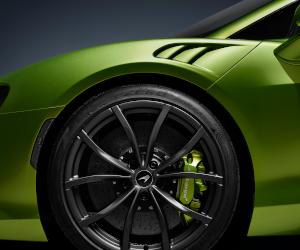 Pirelli furnizează, în premieră, anvelope standard inteligente, echipate cu senzori, pentru McLaren Artura