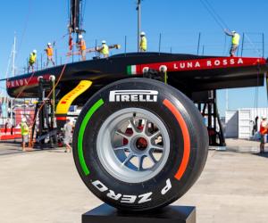 O anvelopă Pirelli Formula 1 semnată de echipa Luna Rossa scoasă la licitație în scopuri caritabile